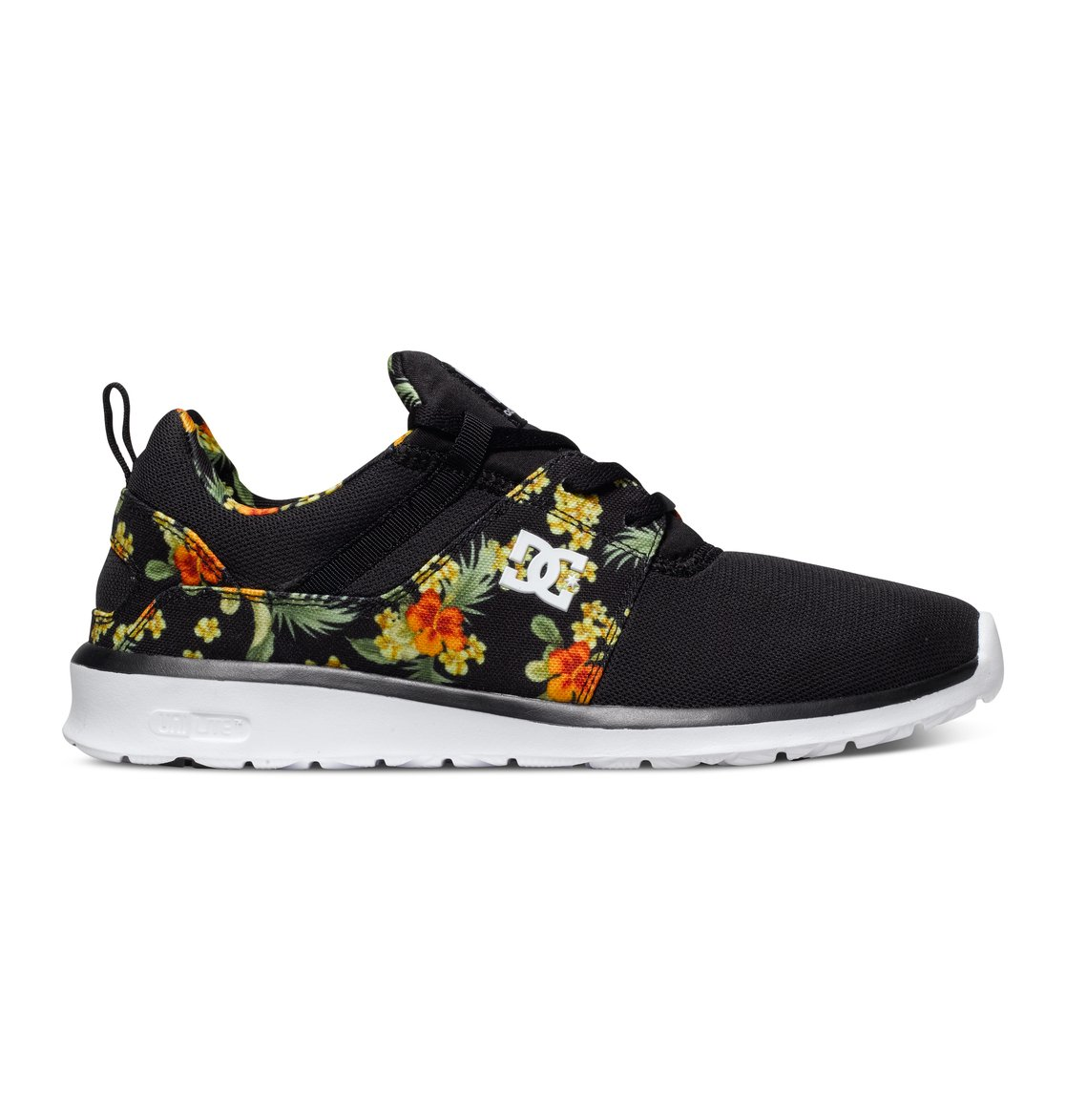 Heathrow SE - Dcshoes������ ������� ���� Heathrow SE �� DC Shoes. <br>��������������: ��� ����� ������������� ������ �� ������ ����, ���������� ��������, ������������ ������, ������� � �������� ������, ������ �������� � ������������ �������, ��������� ������ �����, ������������ �������, �������������� ���������� ������ � ������������ ��������, ����������� ���� �� ����� � ����, �������� ����������, ������� � ������� ��������, ���������� ��������� ���� ��� ��������� ������������� � �������� ������ �����, ���������� IMEVA UniLite ��� ������ ��������� � ��������, �������������� ������� OrthoLite, ��������� ������� �� �������. <br>������: ����: �������� / ���������: �������� / �������: ������� EVA.<br>