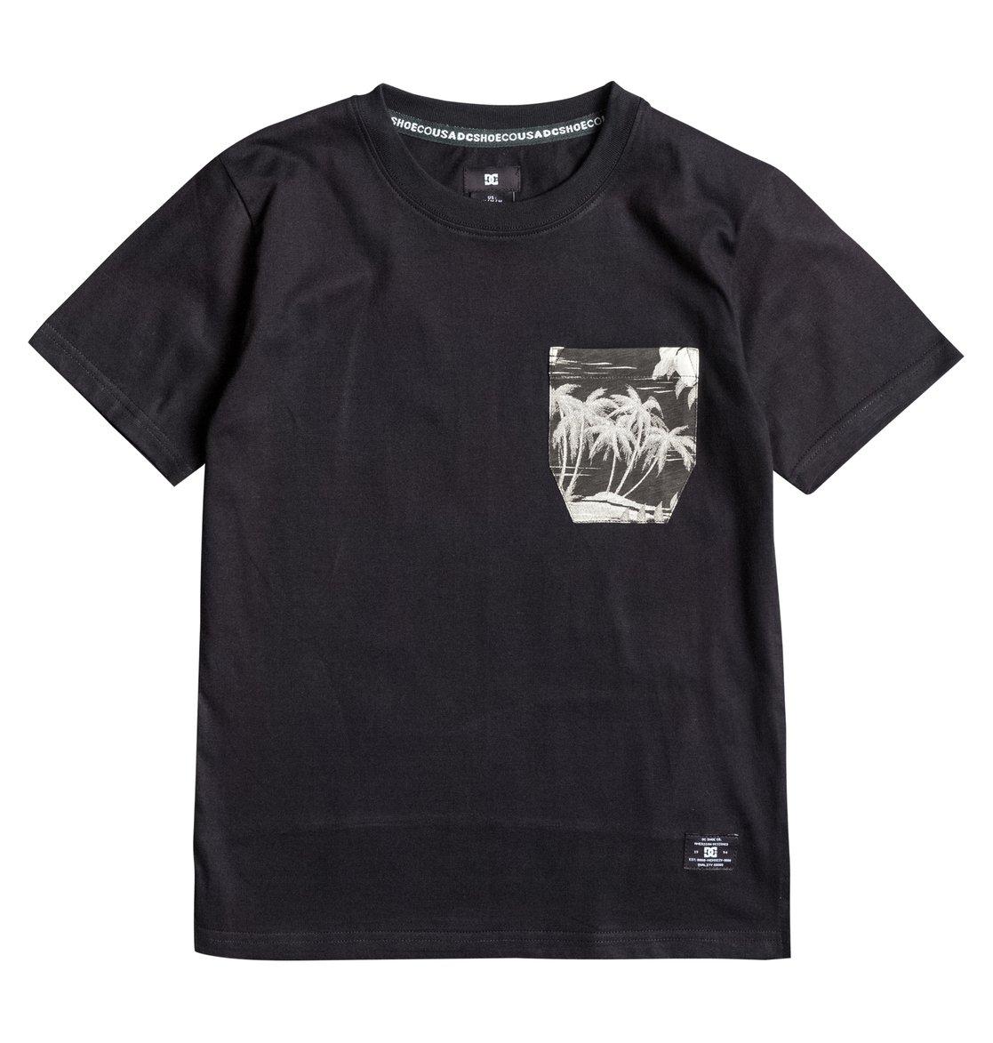 Woodglen T-ShirtДетская футболка Woodglen от DC Shoes. <br>ХАРАКТЕРИСТИКИ: мягкий трикотаж, панельный крой ниже поясницы со сплошным принтом, нагрудный карман со сплошным принтом, боковые прорези. <br>СОСТАВ: 100% хлопок.<br>