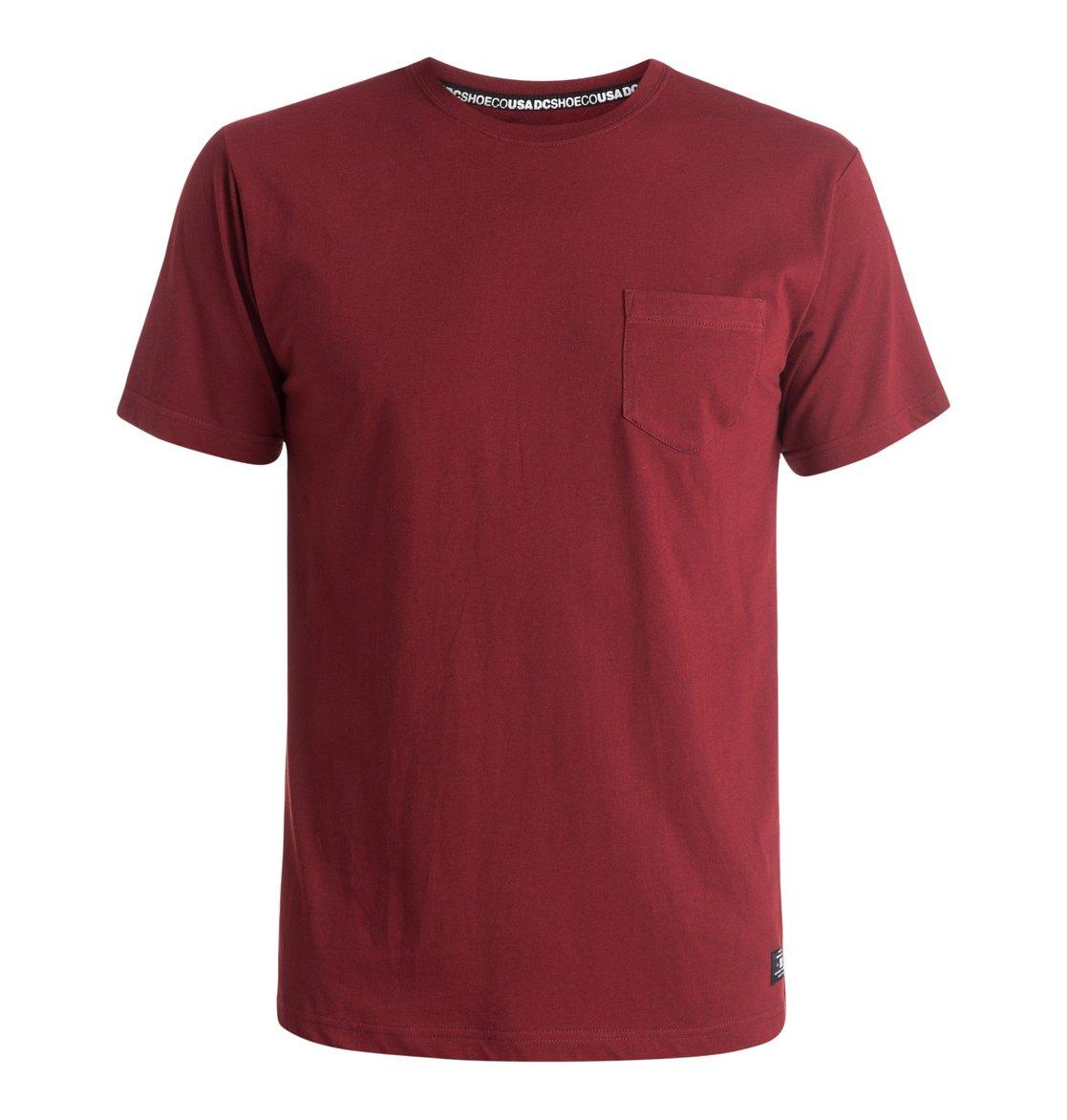 Pocket T-ShirtМужская футболка Pocket от DC Shoes. <br>ХАРАКТЕРИСТИКИ: короткие рукава, нагрудный карман, сочетание хлопка и полиэстера, отделанный воротник, тесьма с маркировкой DCSHOECO в районе плеч и задней части воротника, ярлык с логотипом DC спереди. <br>СОСТАВ: 60% хлопок, 40% полиэстер.<br>