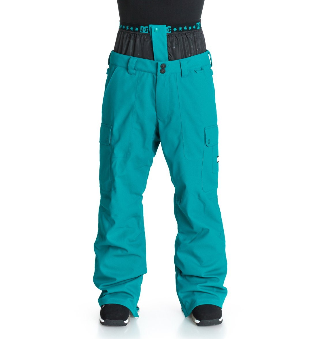 Donon - DcshoesМужские сноубордические штаны Donon от DC Shoes. <br>ХАРАКТЕРИСТИКИ: полностью проклеенные швы, вентиляция с вставками из сетки, гейтер для сапога из тафты, регулировка пояса изнутри, эластичный мягкий пояс, клиновидные вставки на кнопке внизу штанин, система крепления куртки к штанам, держатель для скипасса, боковые карманы на молнии, эргономичные «стрелки» на коленях, набедренная панель, карманы-карго на молнии с выведенной в них системой подтягивания края штанин, задние карманы на молнии и на липучке Velcro. <br>СОСТАВ: 100% полиэстер.<br>