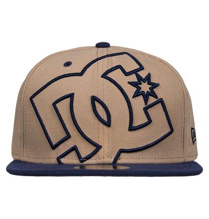 CoverageМужская бейсболка Coverage от DC Shoes. <br>ХАРАКТЕРИСТИКИ: New Era 59fifty, большой 3D-логотип DC с вышитыми контурами, маленький вышитый логотип DC, золотистая наклейка 59FIFTY® – символ аутентичности – на козырьке. <br>СОСТАВ: 100% полиэстер.<br>