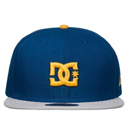 Empire SEМужская бейсболка Empire SE от DC Shoes. <br>ХАРАКТЕРИСТИКИ: официальный бейсбольный текстиль, вышитый 3D-логотип DC, маленький вышитый логотип DC, золотистая наклейка 59FIFTY® – символ аутентичности – на козырьке. <br>СОСТАВ: 100% полиэстер.<br>