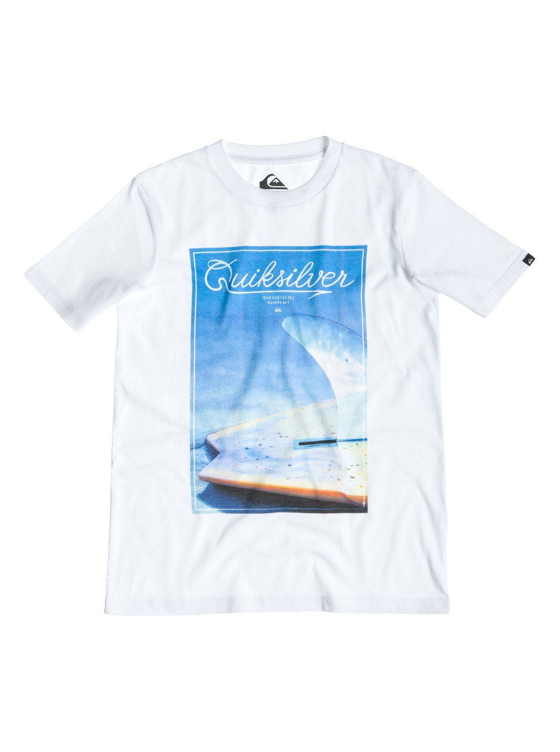 Classic Tee Youth A26 - Quiksilver�������� � �������� ������� ��� ��������� �� Quiksilver � ������� �� ��������� ����� 2015. ��������������: ������ ����������� �������� (160 �/��. �), ����������� ����, ����� Quiksilver �� ������.<br>