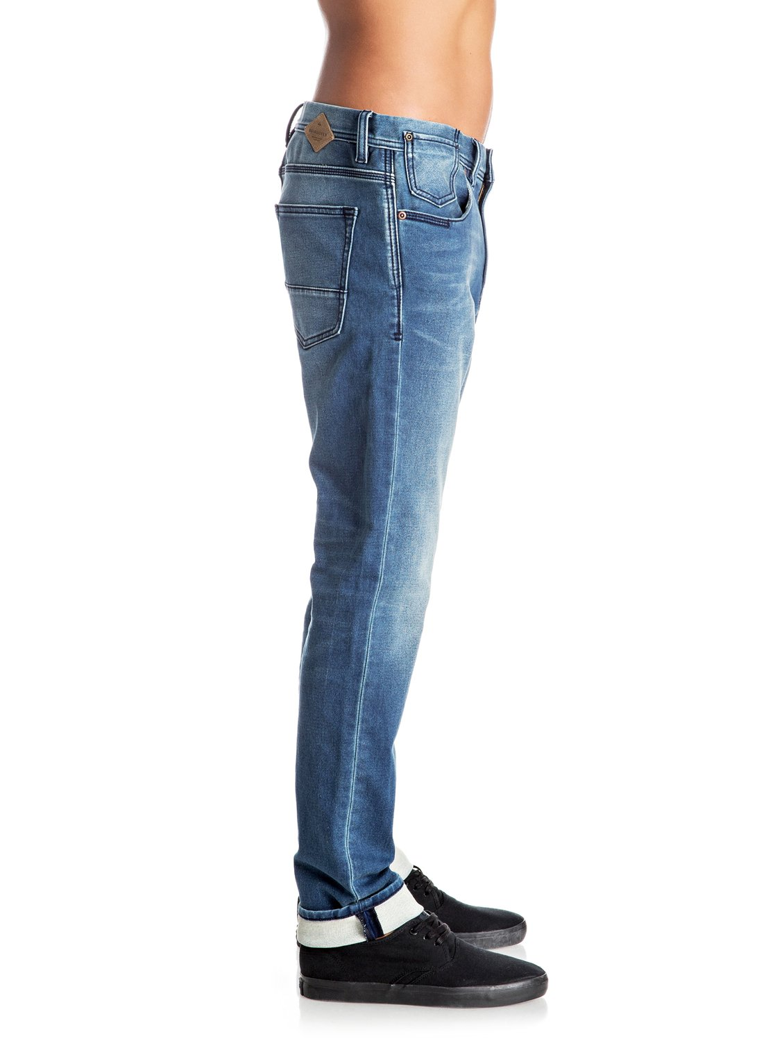 Levi's Straight Jeans Levi's® keeps everything on the straight and narrow with their Levi's ™ Straight jeans. The emerging trend in men's jeans these days is a clean cut look as opposed to the bagginess of past few years.