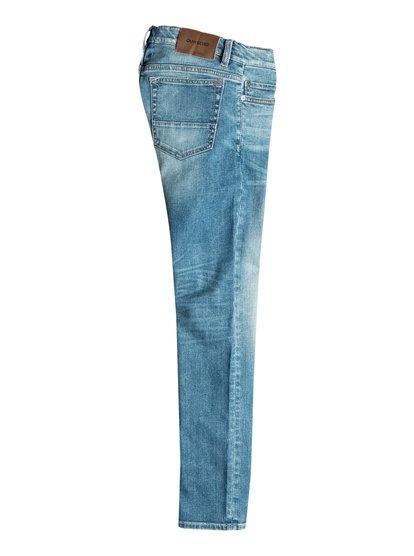 Boys Distorsion Whiten Slim Fit JeansУзкие джинсы для мальчиков Distorsion Whiten от Quiksilver.ХАРАКТЕРИСТИКИ: классические пять карманов, ширинка на молнии, эластичная хлопчатобумажная ткань, мягкий деним средней плотности 315 г/кв. м.СОСТАВ: 98% хлопок, 2% эластан.<br>