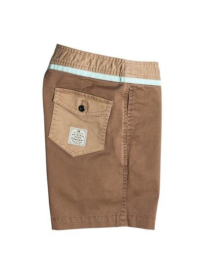 Boys Street Trunk Yoke ShortsШорты для мальчиков Street Trunk Yoke от Quiksilver.ХАРАКТЕРИСТИКИ: крой Yoke, пояс с регулировкой, прямой крой, длина 38,1 см.СОСТАВ: 98% хлопок, 2% эластан.<br>