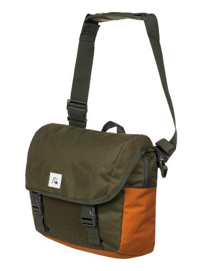 Mens Carrier Small Shoulder BagНебольшая мужская заплечная сумка Carrier от Quiksilver. <br>ХАРАКТЕРИСТИКИ: основное отделение на молнии и с клапаном, регулируемая заплечная лямка, передний компрессионный стреп, внутренний органайзер. <br>СОСТАВ: 100% полиэстер.<br>