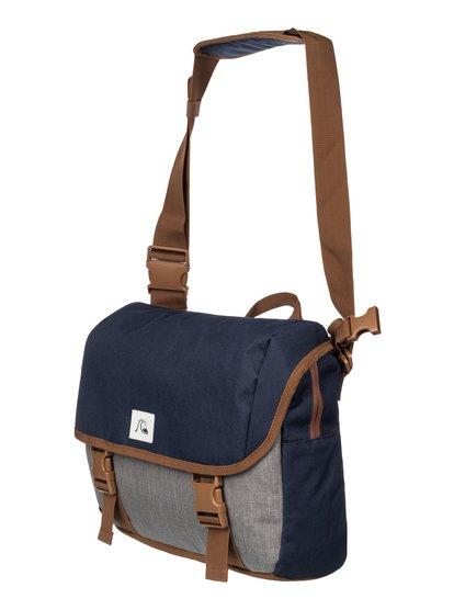 Mens Carrier Small Shoulder BagНебольшая мужская заплечная сумка Carrier от Quiksilver.ХАРАКТЕРИСТИКИ: основное отделение на молнии и с клапаном, регулируемая заплечная лямка, передний компрессионный стреп, внутренний органайзер.СОСТАВ: 100% полиэстер.<br>