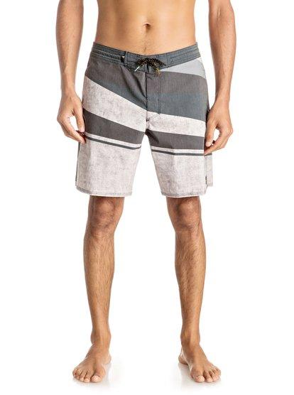 Пляжные шорты Slash 18Серфинг на Бали? Пикник у реки с друзьями? Пляжные шорты Slash 18 сделают все для того, чтобы вы отлично отдохнули. У них есть удобные боковые карманы и немного эластана в составе, что делает их исключительно удобными. Черная и синяя расцветки особенно хорошо сочетаются с футболками из любой нашей летней линейки.<br>