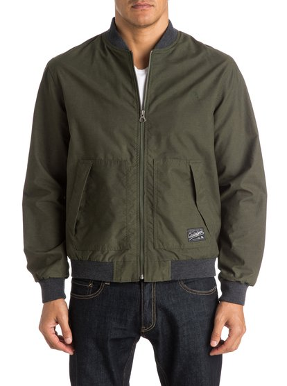 Dark Journeys JacketМужская куртка Dark Journeys от Quiksilver. <br>ХАРАКТЕРИСТИКИ: классический «бомбер», два кармана с клапаном, отделка в контрастный рубчик, ярлык-нашивка Quiksilver. <br>СОСТАВ: 68% хлопок, 32% нейлон.<br>