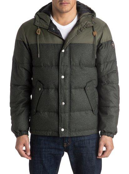 Куртка мжская WoolmoreСтаньте волком в овечьей шкуре этой зимой – для этого нужно будет всего лишь надеть куртку Woolmore. Это пуховик стандартного кроя, который весьма напоминает шерстяное изделие, но суть его гораздо более многогранна. Водоотталкивающий полиэстер и мягкий утеплитель помогут вам оставаться в сухости и тепле в любую погоду, а контрастные рукава и капюшон не забудут сообщить окружающим, что в их ряды затесался стиляга. Передние карманы на скрытой молнии позаботятся о ценном имуществе.<br>