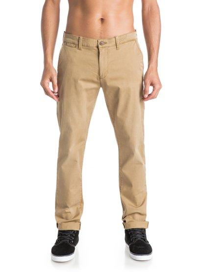 Krandy Straight Fit Tapered ChinosМужские брюки-чино Krandy Straight FIt Tapered от Quiksilver. <br>ХАРАКТЕРИСТИКИ: фасон «чино» с карманами, эластичная хлопчатобумажная ткань, мягкий деним плотностью 255 г/кв. м, прямые и зауженные к краям штанины. <br>СОСТАВ: 98% хлопок, 2% эластан.<br>