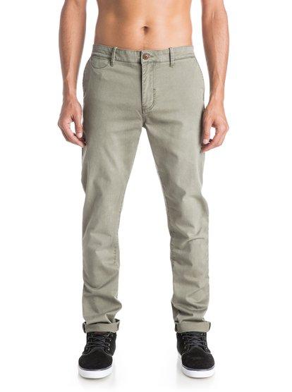 Mens Krandy Slim Fit ChinosМужские брюки-чино Krandy Slim Fit от Quiksilver.ХАРАКТЕРИСТИКИ: фасон «чино» с карманами, эластичная хлопчатобумажная ткань, мягкий деним плотностью 255 г/кв. м, узкий крой.СОСТАВ: 98% хлопок, 2% эластан.<br>