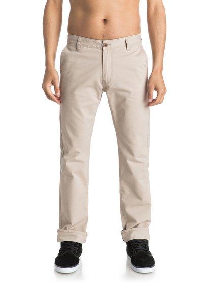 Брюки-чинос EverydayВ брюках-чинос Everyday нет ничего обыденного. Прямой и зауженный книзу крой, плоский перед и качественная мягкая саржа, из которой они сшиты, делают эти брюки стильным орудием в гардеробе современного мужчины. Они прошли интенсивную смягчающую обработку и поэтому сразу сядут на вас, как родные. Для создания старомодного образа добавьте к ним рубашку-поло пастельного оттенка, а если предпочитаете surf casual – тогда серфовую футболку Quiksilver, конечно же!<br>