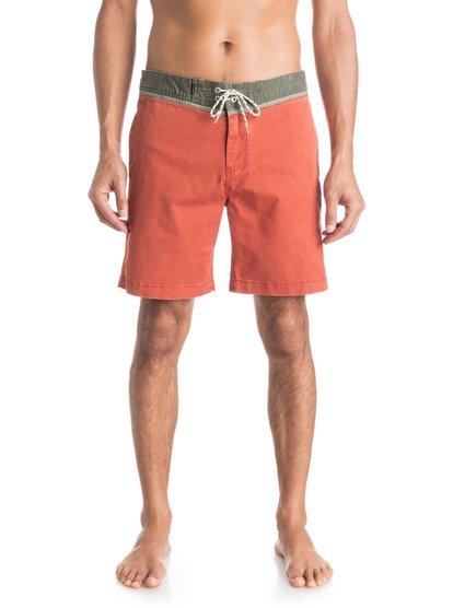 Шорты Street Trunk YokeМужские шорты Street Trunk Yoke от Quiksilver.ХАРАКТЕРИСТИКИ: крой Yoke, прямой крой, длина — 48,3 см (19), эластичная хлопчатобумажная ткань.СОСТАВ: 98% хлопок, 2% эластан.<br>