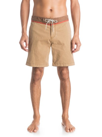Street Trunk Yoke ShortsМужские шорты Street Trunk Yoke от Quiksilver.ХАРАКТЕРИСТИКИ: крой Yoke, прямой крой, длина – 48,3 см (19), эластичная хлопчатобумажная ткань.СОСТАВ: 98% хлопок, 2% эластан.<br>