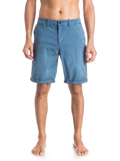 Шорты Krandy ChinoМужские шорты Krandy Chino от Quiksilver.ХАРАКТЕРИСТИКИ: ткань «чино», прямой крой, длина — 48,3 см (19), классические пять карманов.СОСТАВ: 98% хлопок, 2% эластан.<br>