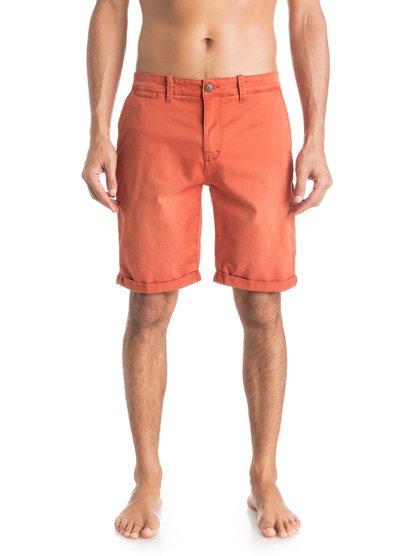 Krandy Chino ShortsМужские шорты Krandy Chino от Quiksilver.ХАРАКТЕРИСТИКИ: ткань «чино», прямой крой, длина – 48,3 см (19), классические пять карманов.СОСТАВ: 98% хлопок, 2% эластан.<br>