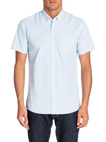 Wilsden SSМужская рубашка с коротким рукавом от Quiksilver – новинка из коллекции Весна 2015. Характеристики: современный крой Modern Fit, ткань из двухцветных ниток, воротник на пуговицах.<br>