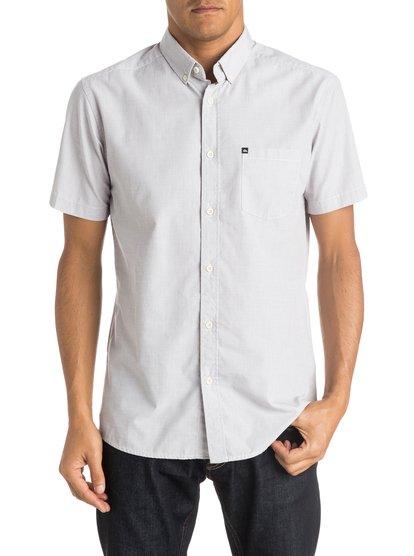 Wilsden Short Sleeve ShirtМужская рубашка с коротким рукавом Wilsden от Quiksilver.ХАРАКТЕРИСТИКИ: короткие рукава, ткань плетения из нитей двух разных цветов, крой Modern, один нагрудный карман.СОСТАВ: 60% хлопок, 40% полиэстер.<br>