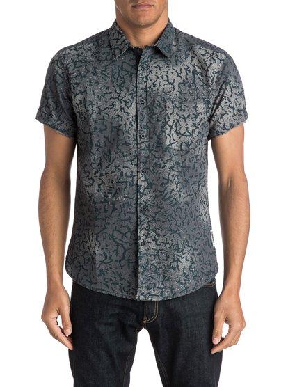 Рубашка с коротким рукавом Cracked ShirtМужская рубашка с коротким рукавом Cracked Shirt от Quiksilver.ХАРАКТЕРИСТИКИ: короткие рукава, натуральный поплин, крой Modern, художественный принт.СОСТАВ: 100% хлопок.<br>