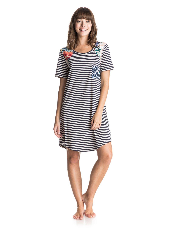 Женское платье Nautical WheelersЖенское платье Nautical Wheelers от Roxy.ХАРАКТЕРИСТИКИ: контрастный нагрудный карман с принтом, платье-футболка, декоративный панельный крой.СОСТАВ: 100% хлопок.<br>