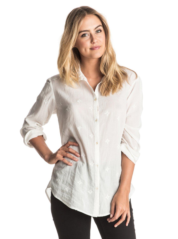 Рубашка с длинным рукавом EaskyСвободный крой Oversized тоже может быть женственным, и эта женская рубашка с вышитыми на ней звездами тому прямое подтверждение. Завяжите ее концы спереди на талии, наденьте джинсы-скинни Rebel – и выбирайте: кеды днем или босоножки на каблуке ночью.<br>