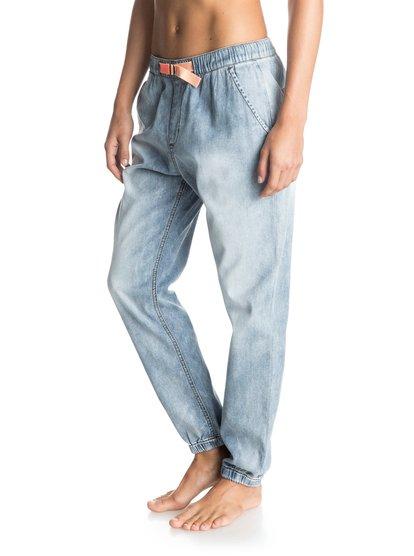 Джинсовые спортивные штаны Fonxy DenimЖенские штаны для бега Fonxy Denim от Roxy.ХАРАКТЕРИСТИКИ: легкий хлопчатобумажный деним, кожаная нашивка Roxy на заднем кармане, плетеный ремень, классический синий цвет.СОСТАВ: 100% хлопок.<br>