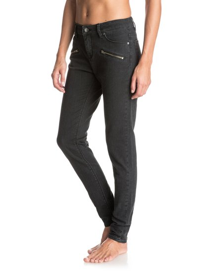 Облегающие джинсы For CassidyЧерные облегающие джинсы, или джинсы-скинни – это палочка-выручалочка любого современного женского гардероба. Свои джинсы For Cassidy рекомендуем хранить, как зеницу ока! Они прошли интенсивную смягчающую обработку, а мы добавили им немного фурнитуры и пару молний в нижней части штанин сзади: это поможет не только отлично выглядеть, но и очень быстро одеваться. Совет вам от команды: носить с кардиганом Tredding Cardigan!Черное и белое. Эффектная палитра из темного и светлого, которая обыгрывает такие монохромные решения на все двести процентов. Принты, стиль colour blocking и противопоставление фактур придают нашим черно-белым вещам простой и одновременно утонченный характер, современный и вместе с тем классический.<br>
