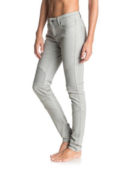 Байкерские джинсы Rebel BikersНе сдаваться – такого девиза придерживаются джинсы Rebel Bikers. Серая расцветка с локальным высветлением, пошире улыбку и – глядите-ка, это смотрится слишком хорошо, чтобы быть правдой.Черное и белое. Эффектная палитра из темного и светлого, которая обыгрывает такие монохромные решения на все двести процентов. Принты, стиль colour blocking и противопоставление фактур придают нашим черно-белым вещам простой и одновременно утонченный характер, современный и вместе с тем классический.<br>