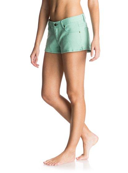 Женские джинсовые шорты Forever ColorsЖенские джинсовые шорты Forever Colors от Roxy.ХАРАКТЕРИСТИКИ: мягкий деним неровной вязки, ткань плотностью 238 г/кв. м, Изделие прошло смягчающую энзимообработку, прямоугольная кожаная нашивка Roxy на заднем кармане.СОСТАВ: 98% хлопок, 2% эластан.<br>
